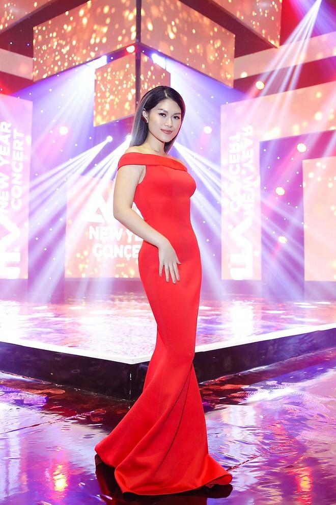 Bảo Anh, Văn Mai Hương, Ngọc Thanh Tâm khoe vẻ quyến rũ chào đón năm mới - Ảnh 3.