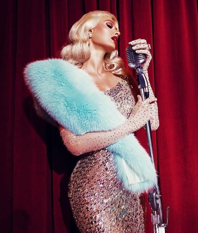 Ra mắt single đúng Valentine, Paris Hilton quyến rũ giữa thảm hoa hồng  Giải trí - Ảnh 3.