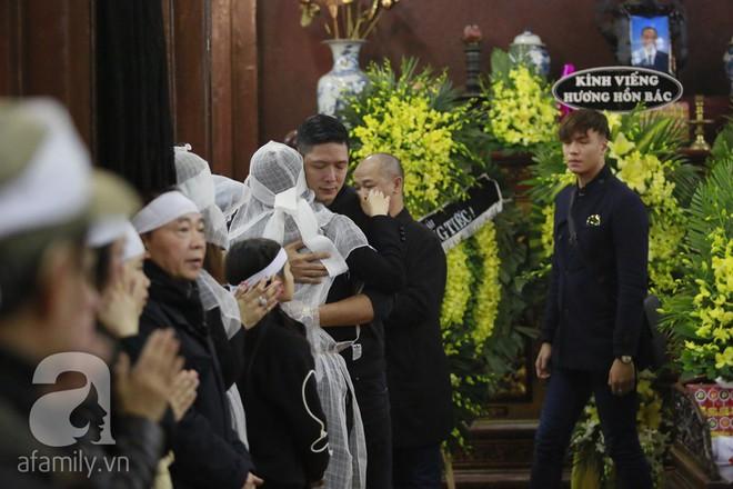 Trương Ngọc Ánh nghẹn ngào tiều tụy trong đám tang cha ruột - ảnh 5