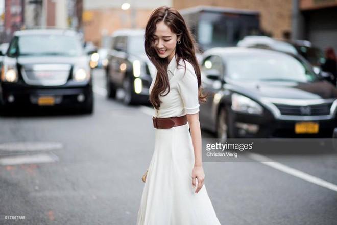 Chỉ diện đồ trắng mà công chúa băng giá Jessica Jung cũng đẹp xuất thần tại Tuần lễ thời trang New York - Ảnh 1.