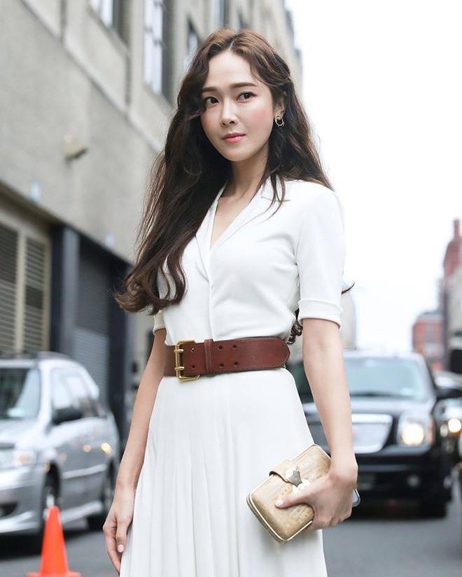 Chỉ diện đồ trắng mà công chúa băng giá Jessica Jung cũng đẹp xuất thần tại Tuần lễ thời trang New York - Ảnh 5.