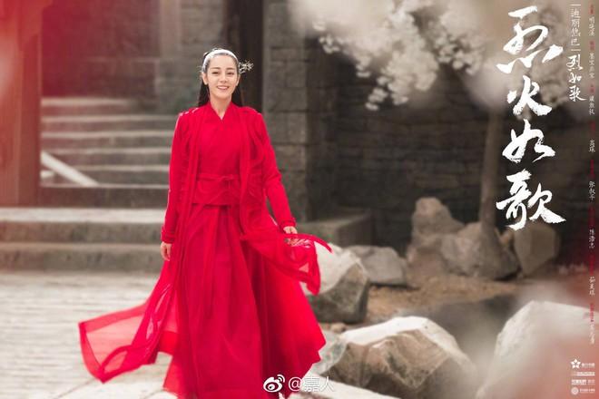 Ngây ngất với cảnh soái ca áo trắng Châu Du Dân tình tứ bên Địch Lê Nhiệt Ba  - Ảnh 1.