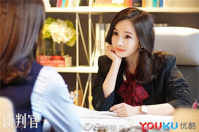 Dương Mịch - Chung Hán Lương bất ngờ đại chiến rating ngày đầu năm  - Ảnh 2.