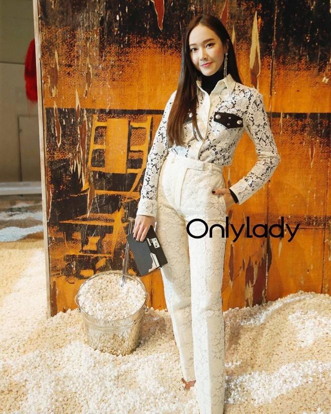Chỉ diện đồ trắng mà công chúa băng giá Jessica Jung cũng đẹp xuất thần tại Tuần lễ thời trang New York - Ảnh 11.