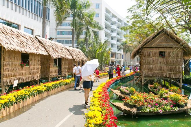 Người Sài Gòn nô nức tham quan đường hoa, hội hoa rực rỡ màu sắc - Ảnh 15.
