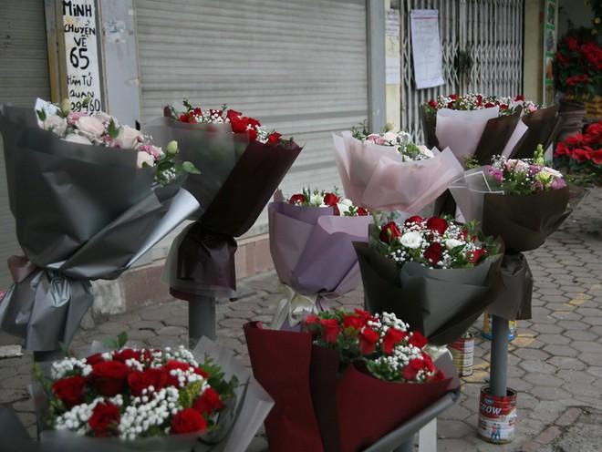 Shop hoa tươi, socola vắng tanh khách do Valentine đúng dịp Tết - Ảnh 4.