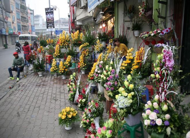 Shop hoa tươi, socola vắng tanh khách do Valentine đúng dịp Tết - Ảnh 8.