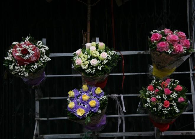 Shop hoa tươi, socola vắng tanh khách do Valentine đúng dịp Tết - Ảnh 9.