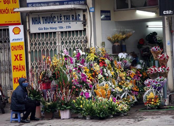 Shop hoa tươi, socola vắng tanh khách do Valentine đúng dịp Tết - Ảnh 10.