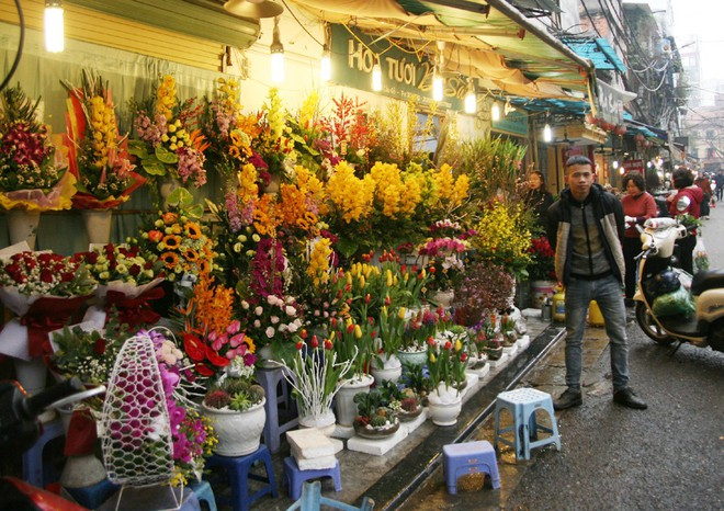Shop hoa tươi, socola vắng tanh khách do Valentine đúng dịp Tết - Ảnh 11.