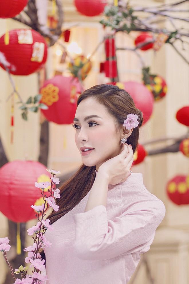 """""""Hội chị em"""" Kelly Nguyễn – Lilly Luta nền nã với áo dài Xuân - ảnh 5"""