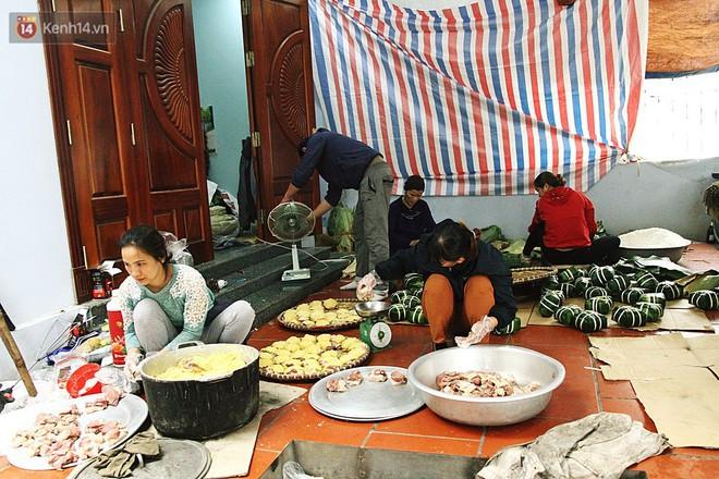 Chùm ảnh: Làng bánh chưng Tranh Khúc tất bật những ngày giáp Tết truyền thống - ảnh 2