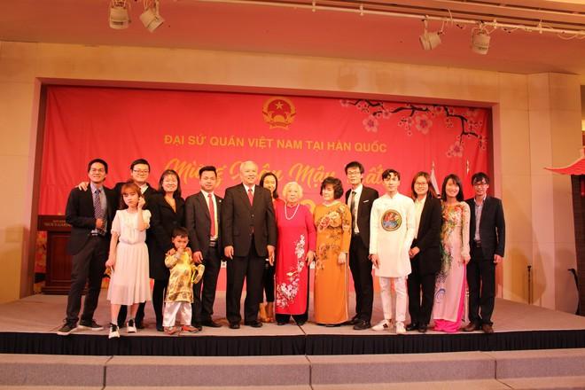 Từ khắp thế giới, du học sinh Việt đang đón Tết sớm tưng bừng - Ảnh 3.