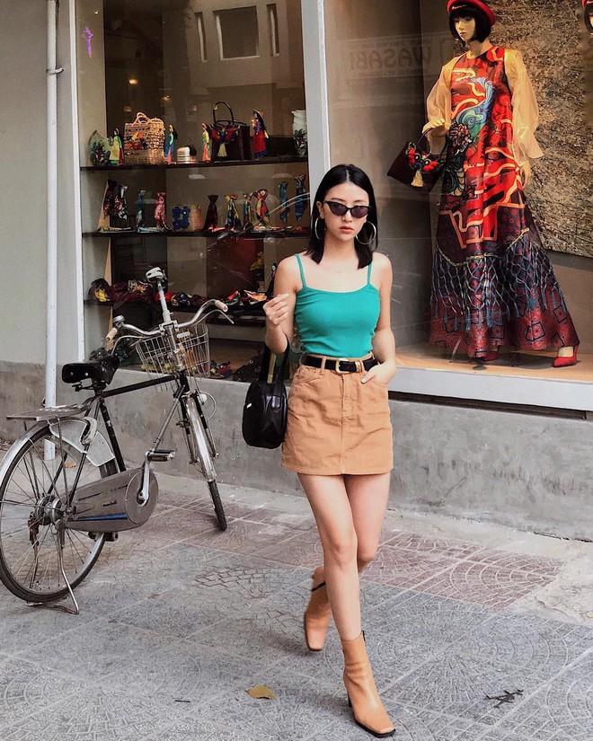 Tết này, nhiều hot girl Việt đều đồng loạt nhuộm tóc đen và dùng khuyên tai tròn - Ảnh 3.