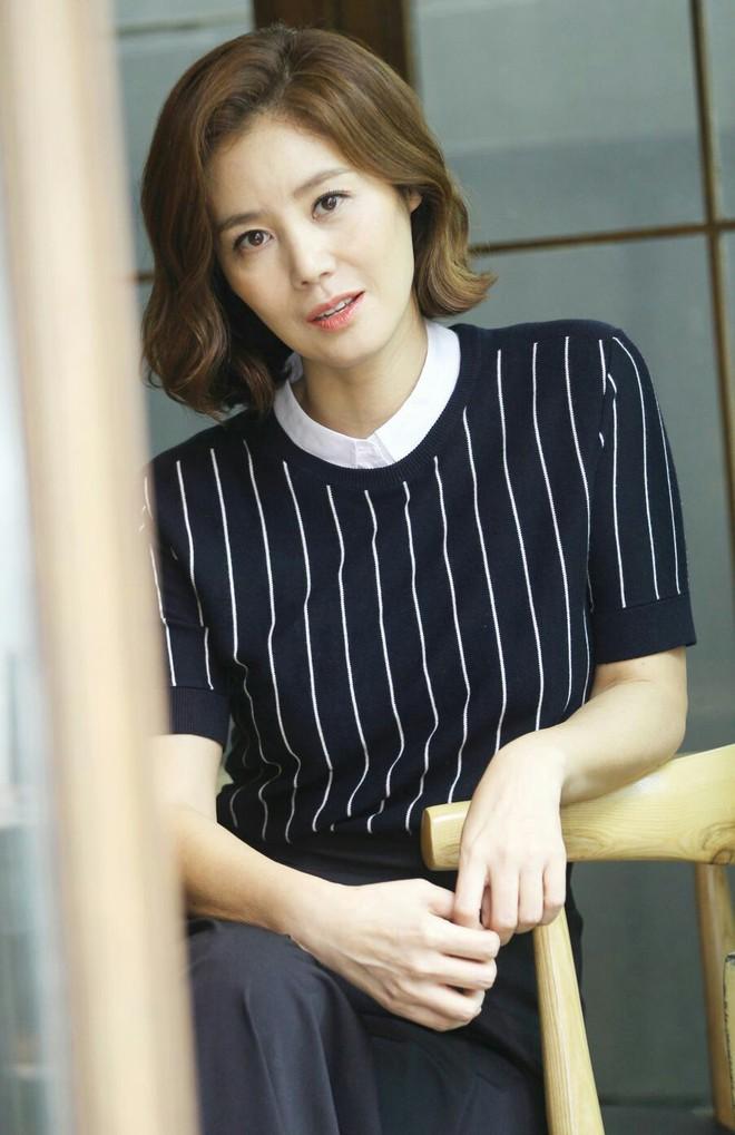 Soi hình mẫu lý tưởng của sao Hàn: Người không dám yêu bạn diễn vì quá đẹp trai, kẻ ngậm ngùi chúc phúc người trong mộng lên xe hoa - ảnh 6