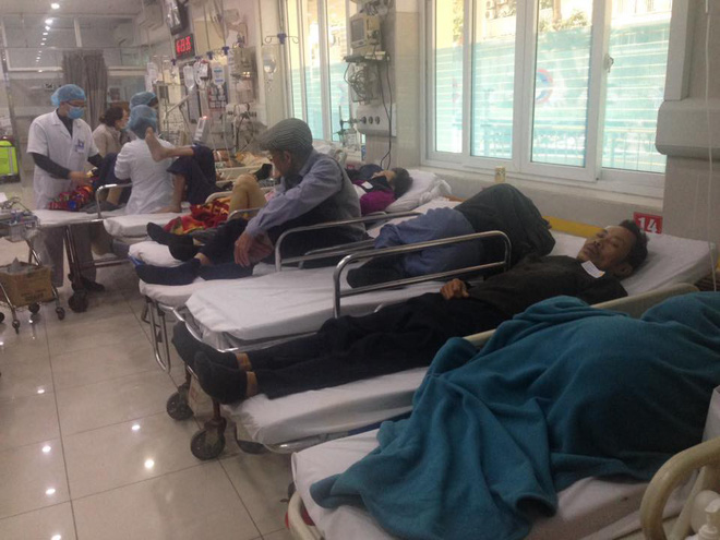 Cận Tết, Bệnh viện Bạch Mai vỡ trận, bác sĩ kiệt sức vì cấp cứu - Ảnh 10.