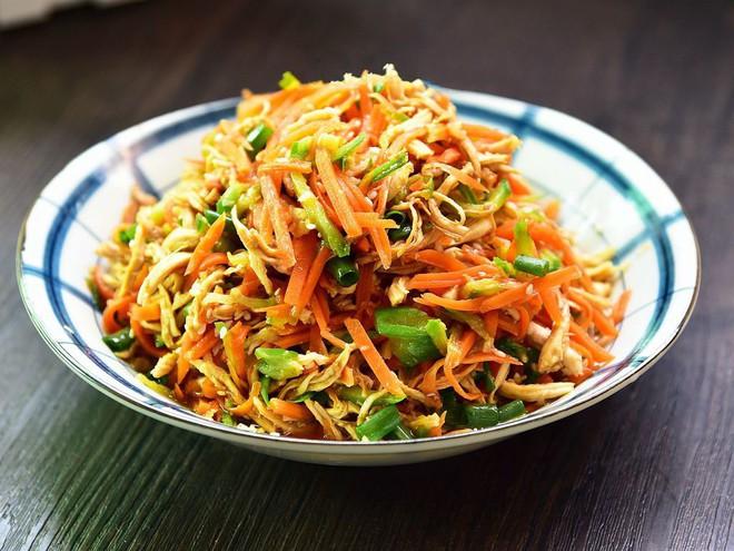 Tận dụng gà cúng giao thừa làm salad gà trộn - món ngon chống ngán ngày Tết - Ảnh 5.