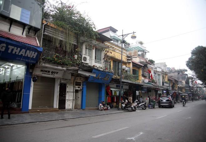 Sáng 29 Tết, nhiều tuyến phố Hà Nội đã vắng bóng người qua lại - Ảnh 3.