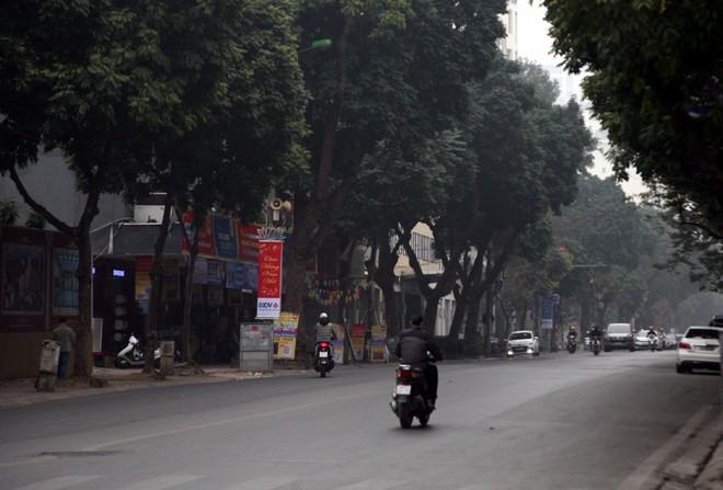 Sáng 29 Tết, nhiều tuyến phố Hà Nội đã vắng bóng người qua lại - Ảnh 11.