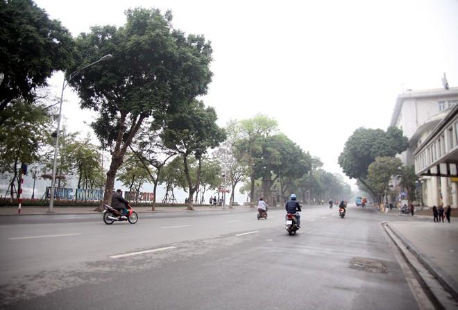 Sáng 29 Tết, nhiều tuyến phố Hà Nội đã vắng bóng người qua lại - Ảnh 14.