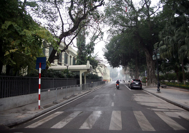 Sáng 29 Tết, nhiều tuyến phố Hà Nội đã vắng bóng người qua lại - Ảnh 15.
