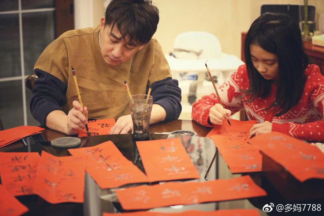 Nam tài tử Mùa quýt chín Huỳnh Lỗi viết chữ mừng xuân cùng con gái yêu - Ảnh 3.