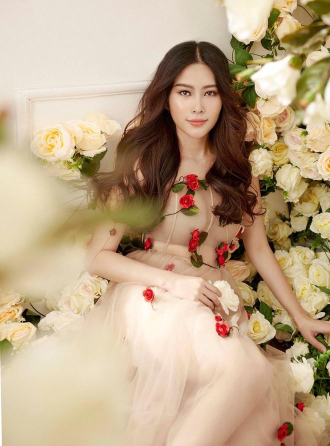 Không hẹn mà gặp, Midu và Nam Em cùng hóa thân thành nàng Xuân yêu kiều trong cùng 1 thiết kế váy hoa  - Ảnh 5.