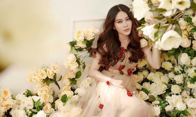 Không hẹn mà gặp, Midu và Nam Em cùng hóa thân thành nàng Xuân yêu kiều trong cùng 1 thiết kế váy hoa  - Ảnh 4.