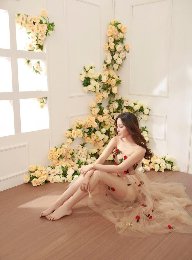 Không hẹn mà gặp, Midu và Nam Em cùng hóa thân thành nàng Xuân yêu kiều trong cùng 1 thiết kế váy hoa  - Ảnh 2.