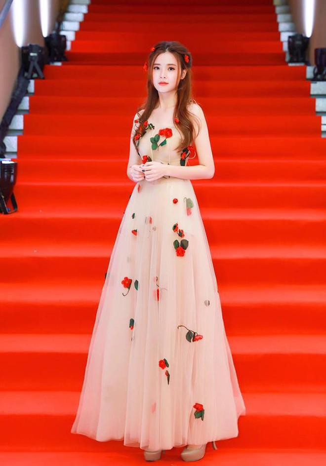 Không hẹn mà gặp, Midu và Nam Em cùng hóa thân thành nàng Xuân yêu kiều trong cùng 1 thiết kế váy hoa  - Ảnh 9.