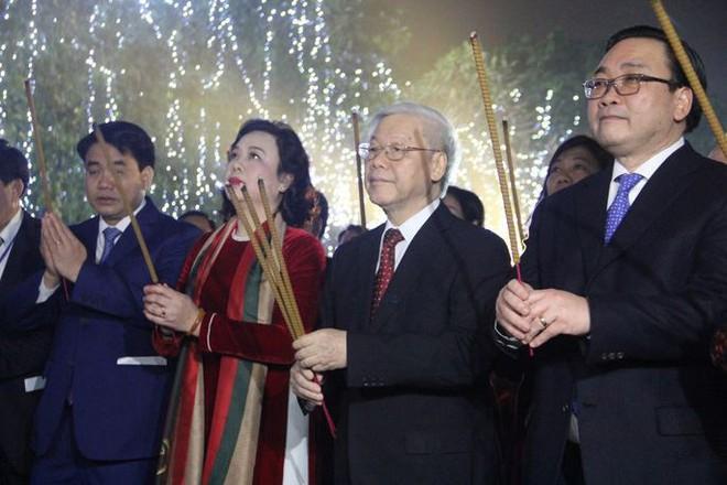 Tổng bí thư Nguyễn Phú Trọng chúc Tết trước thời khắc Giao thừa mừng năm mới 2018 - ảnh 1