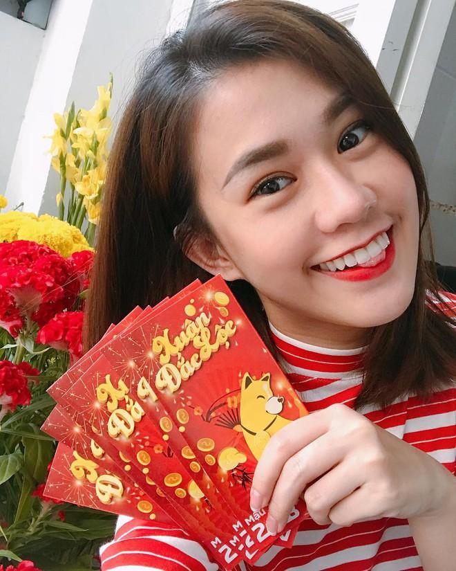 Mùng 1 đầu năm Mậu Tuất, sao Việt chọn đánh son màu gì khi đi chơi Tết - Ảnh 9.