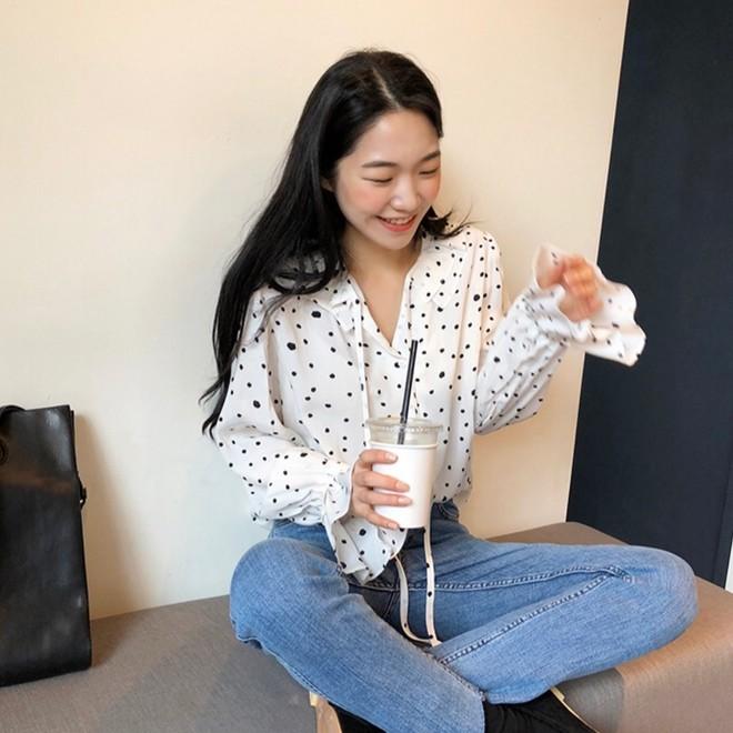 Nếu không thích mặc váy nhưng vẫn muốn có set đồ thật điệu diện Tết, bạn hãy thử công thức xinh xắn đang cực hot tại Hàn này - Ảnh 4.