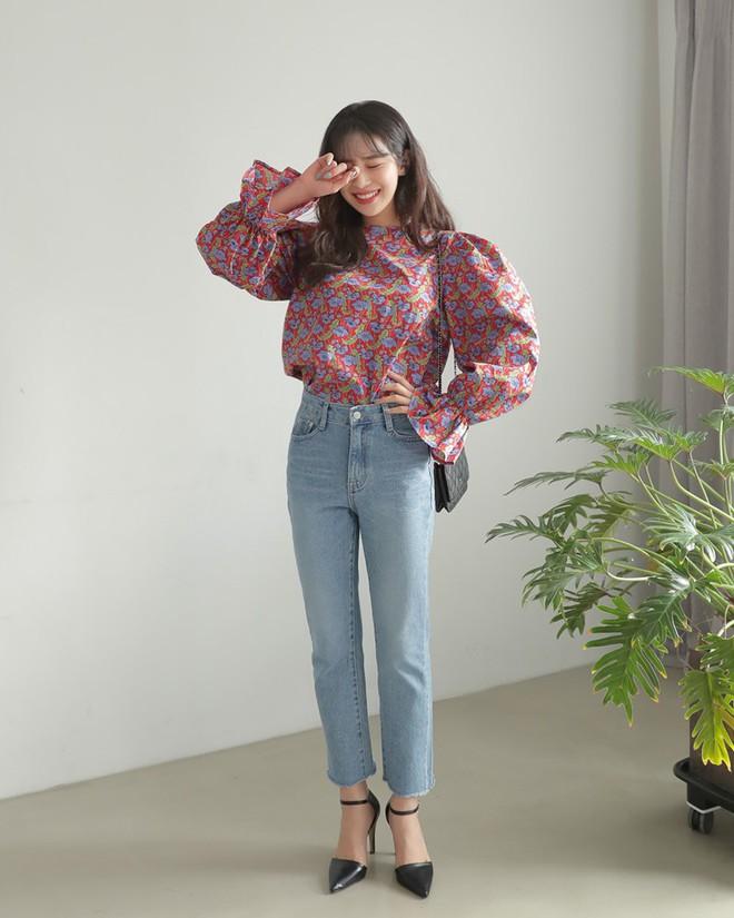 Nếu không thích mặc váy nhưng vẫn muốn có set đồ thật điệu diện Tết, bạn hãy thử công thức xinh xắn đang cực hot tại Hàn này - Ảnh 5.
