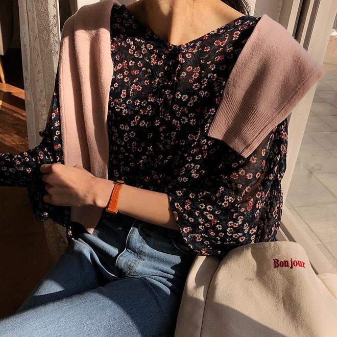 Nếu không thích mặc váy nhưng vẫn muốn có set đồ thật điệu diện Tết, bạn hãy thử công thức xinh xắn đang cực hot tại Hàn này - Ảnh 10.