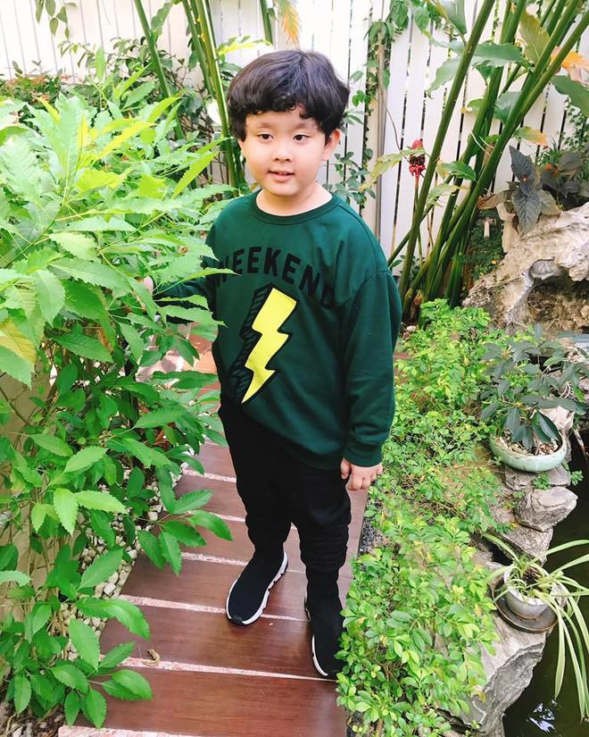 Chẳng riêng gì sao Việt, các nhóc tỳ nhà sao cũng xúng xính áo dài đón Xuân mới - Ảnh 8.
