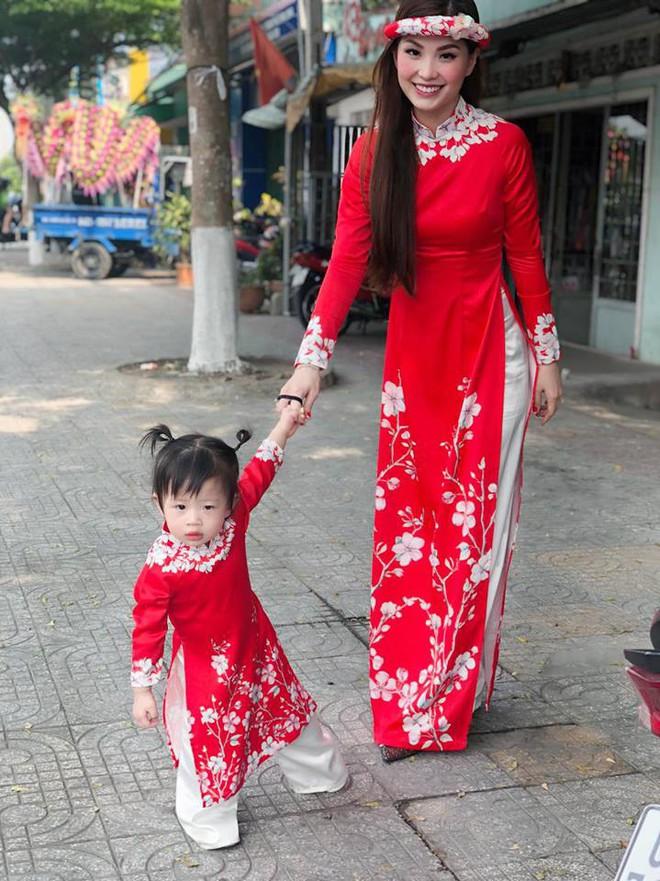 Chẳng riêng gì sao Việt, các nhóc tỳ nhà sao cũng xúng xính áo dài đón Xuân mới - Ảnh 12.