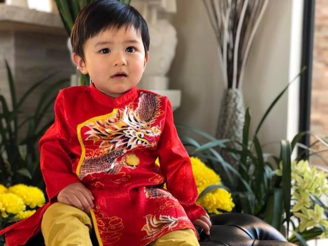 Chẳng riêng gì sao Việt, các nhóc tỳ nhà sao cũng xúng xính áo dài đón Xuân mới - Ảnh 2.