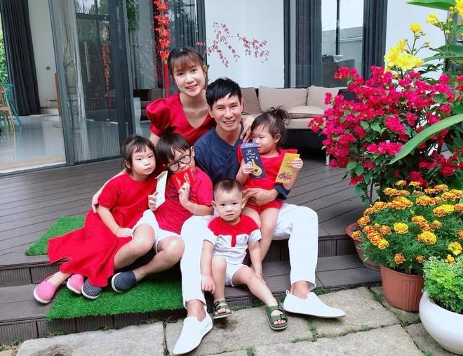 Chẳng riêng gì sao Việt, các nhóc tỳ nhà sao cũng xúng xính áo dài đón Xuân mới - Ảnh 14.