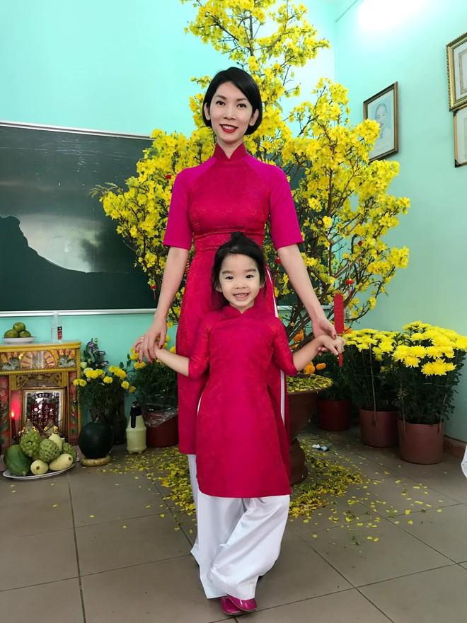Chẳng riêng gì sao Việt, các nhóc tỳ nhà sao cũng xúng xính áo dài đón Xuân mới - Ảnh 17.