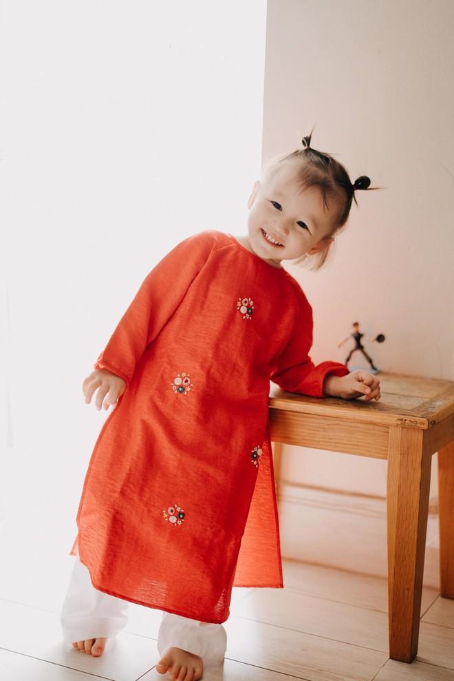 Chẳng riêng gì sao Việt, các nhóc tỳ nhà sao cũng xúng xính áo dài đón Xuân mới - Ảnh 19.