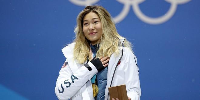 Giành HCV Olympic 2018, người hùng nước Mỹ Chloe Kim cố nén khóc khi lên nhận giải vì không muốn... làm hỏng đường kẻ mắt - Ảnh 3.