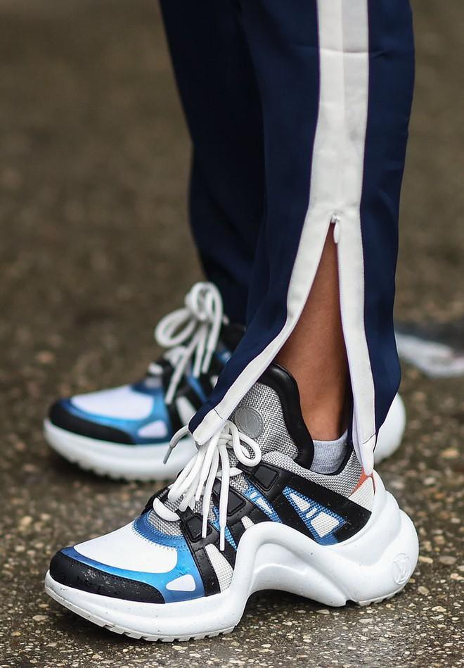 Dad Sneakers: trend giày nhìn thì cồng kềnh nhưng lại đang oanh tạc NYFW năm nay - Ảnh 10.