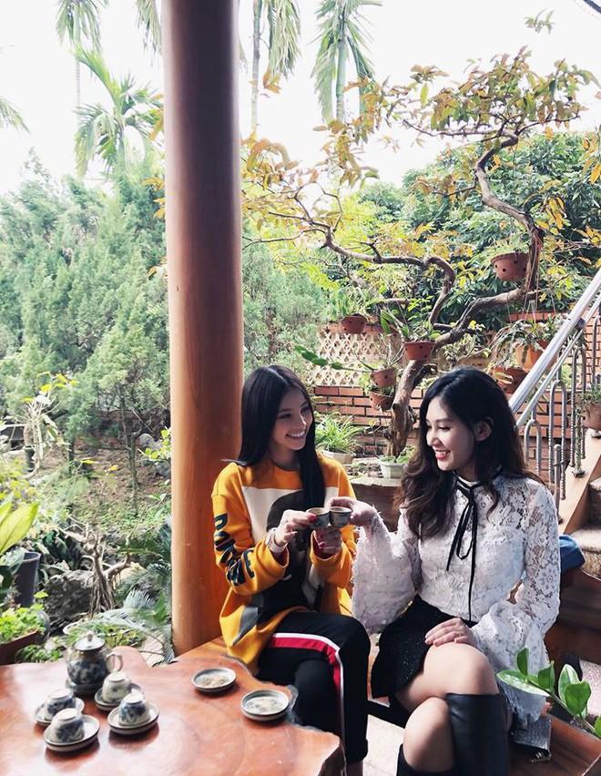 Hai nàng Hoa hậu chịu chi nhất showbiz Việt Kỳ Duyên - Joile Nguyễn đụng nhau 1 chiếc áo Zara mặc Tết - Ảnh 4.