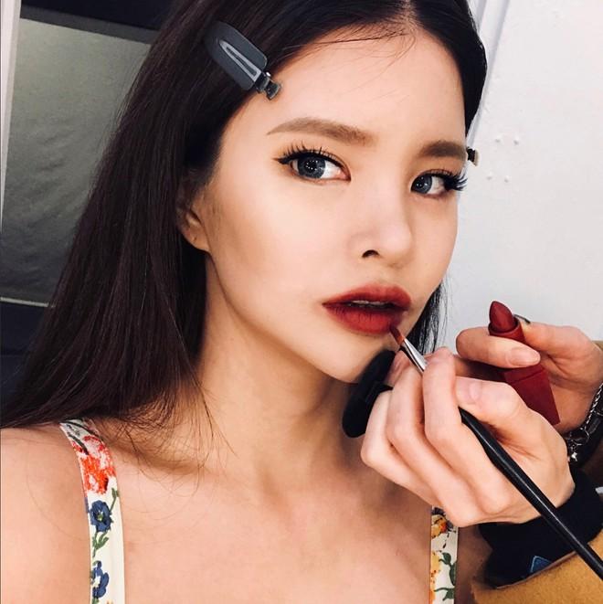 Nếu mắt bạn một mí hoặc không rõ mí, chỉ cần áp dụng 6 thủ thuật makeup đơn giản này để vẫn đẹp chẳng kém chị kém em - Ảnh 6.