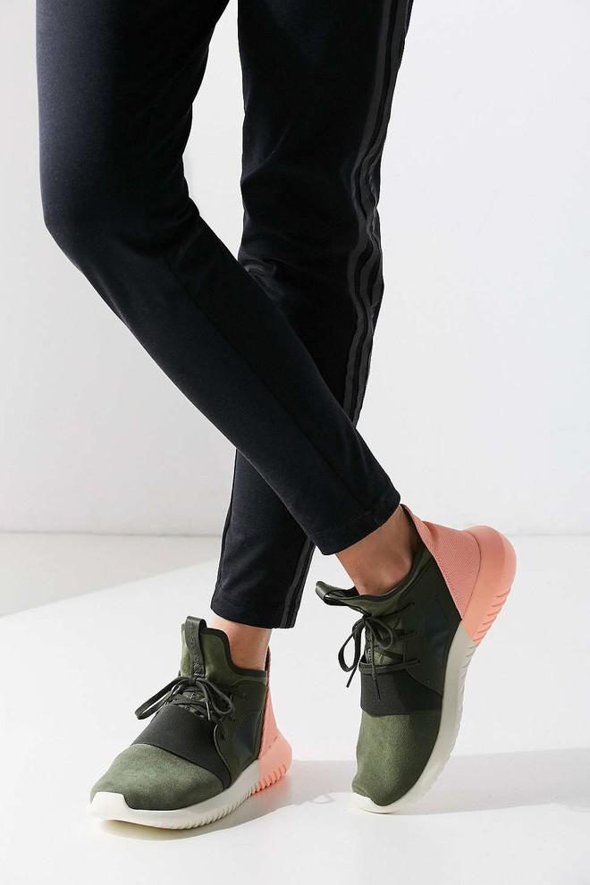 Xu hướng giày thể thao năm 2018 đang khởi động với 5 thiết kế này - Ảnh 12.