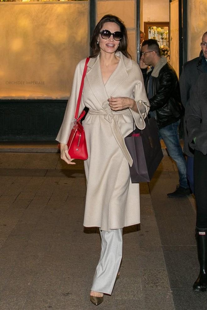 Diện đồ đơn giản, nhưng ít ai ngờ Angelina Jolie đã chi gần 500 triệu đồng cho trang phục trong chuyến đi Paris vừa qua - Ảnh 6.