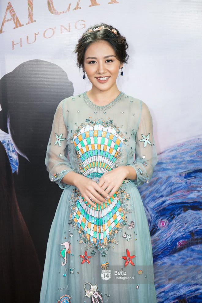Lên đồ biểu diễn có vẻ hơi già, nhưng street style ngày thường của cô nàng tuổi Tuất - Văn Mai Hương lại trẻ trung hết sảy - Ảnh 1.