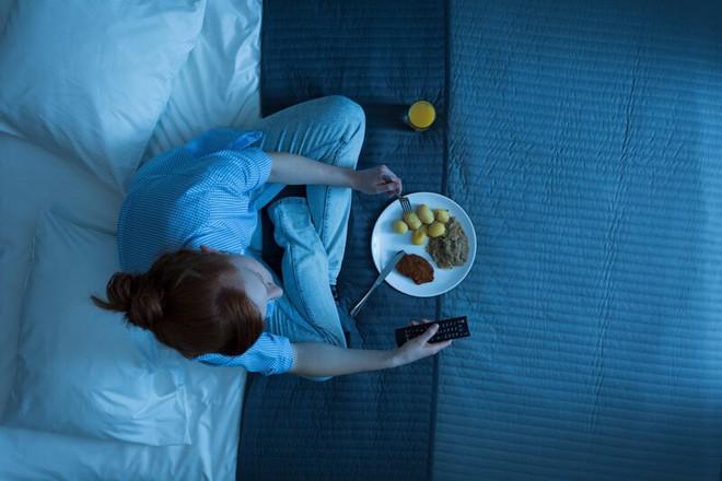 Điểm mặt những thói quen ăn uống khiến dạ dày kêu cứu - Ảnh 2.