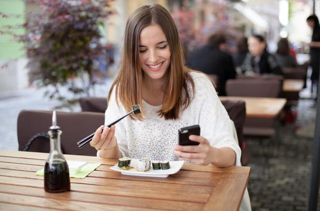 Điểm mặt những thói quen ăn uống khiến dạ dày kêu cứu - Ảnh 3.